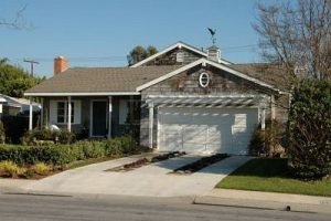 suburban-home-newport-beach-california
